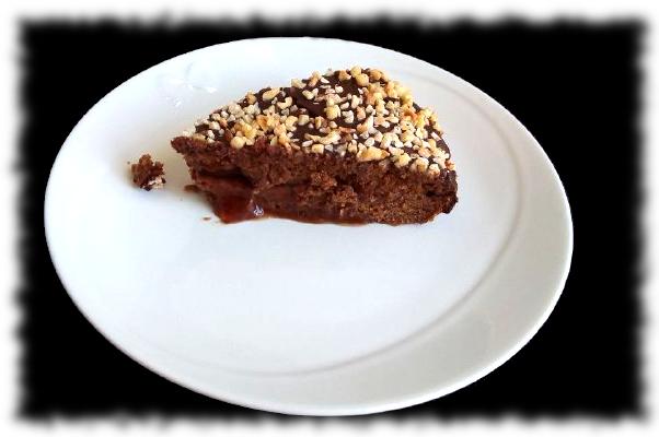 Torta ciocco-nocciola e marmellata di fragole